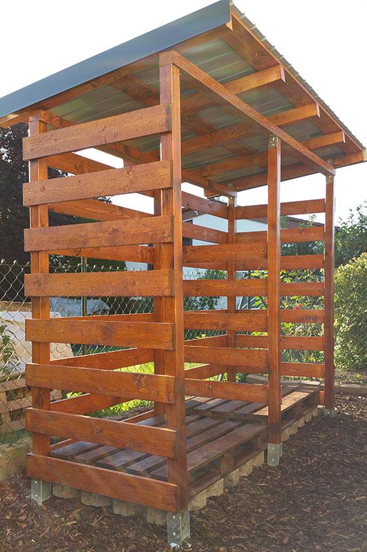 Einen stabilen Brennholzunterstand (Brennholzschuppen) gut