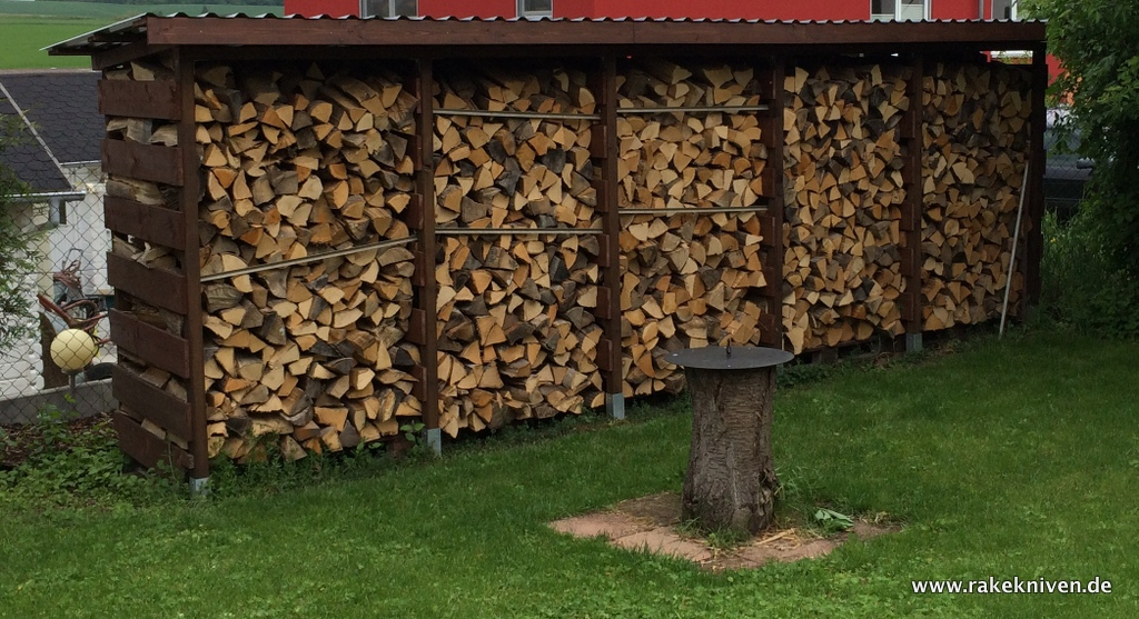 einen stabilen brennholzunterstand brennholzschuppen gut und g nstig selbst bauen. Black Bedroom Furniture Sets. Home Design Ideas